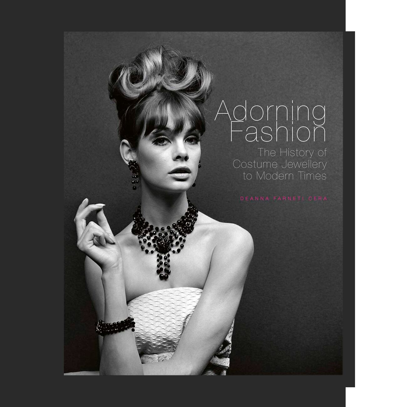 Adorning Fashion. The History of Costume Jewellery to Modern Times
